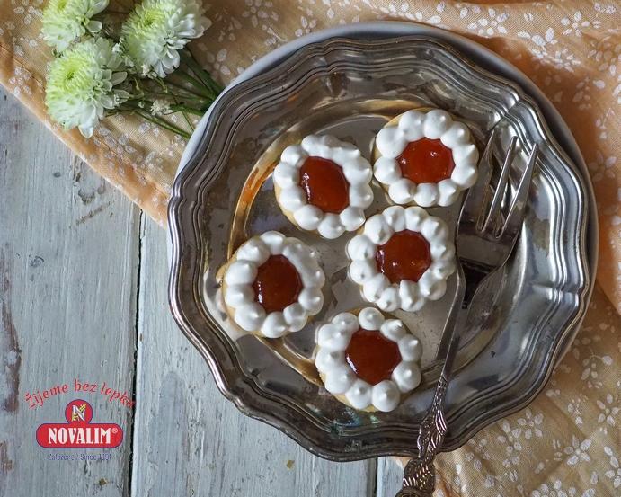bezlepkové koláčiky s bielkovou pusinkou