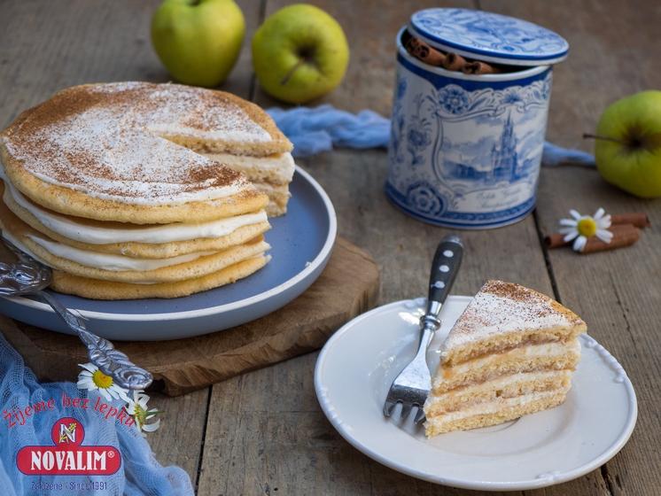 jablkový piškótový koláč bez lepku